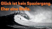 Wellenreiter begeistert nicht die Gefahr, der sie sich aussetzen, begeistert sie, sondern ihre Fähigkeiten, diese potenziell gefährlichen Kräfte zu minimieren.